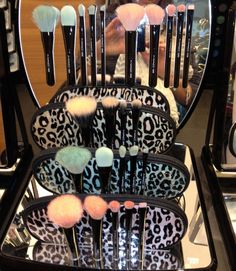 MAC makeup brushes♥