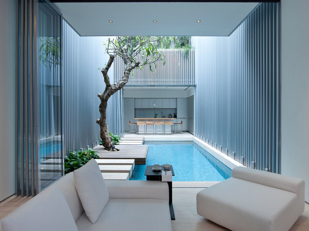 Swimming pool in interior courtyard singapore interior for Interior courtyard design ideas