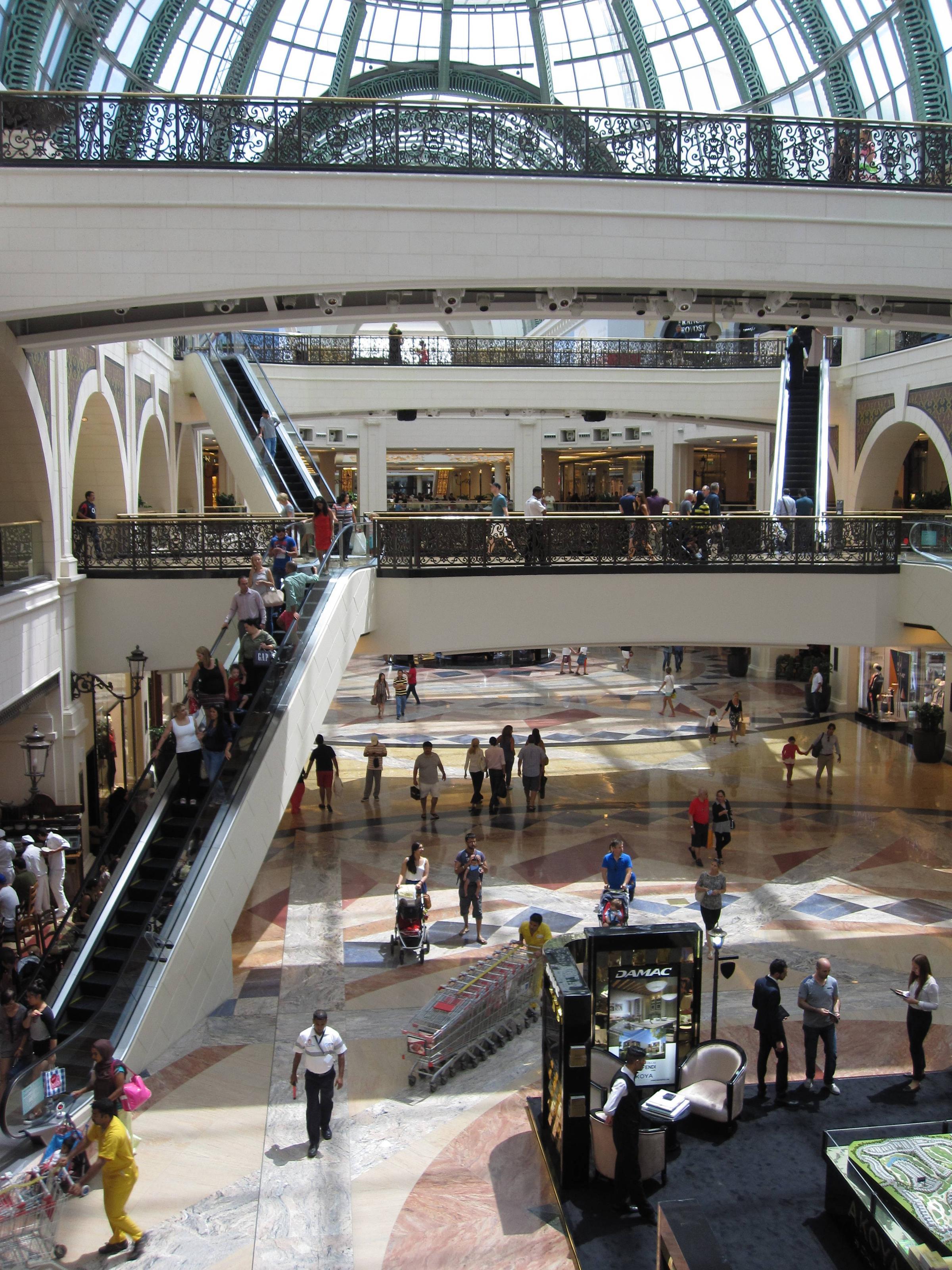 mall of the emirates  dubai  uae