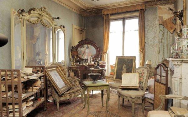 Parisian Apartment Left Untouched for 70 yrs