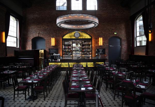 Druckwasserwerk restaurant in frankfurt interior design mag for Interior design frankfurt
