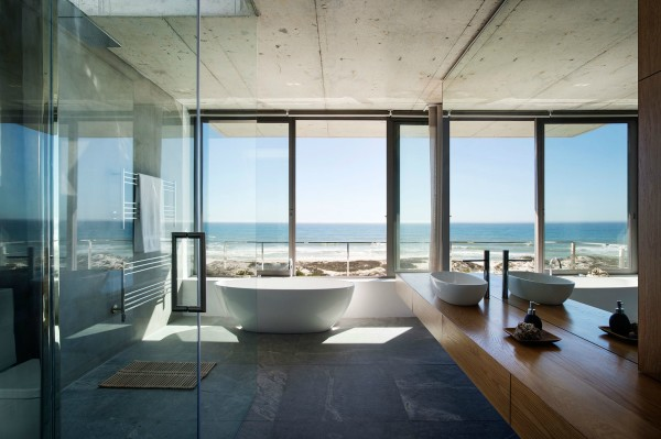 Gorgeous Bathroom Overlooking The Ocean