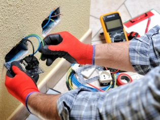 4 Reasons To Call An Electrician