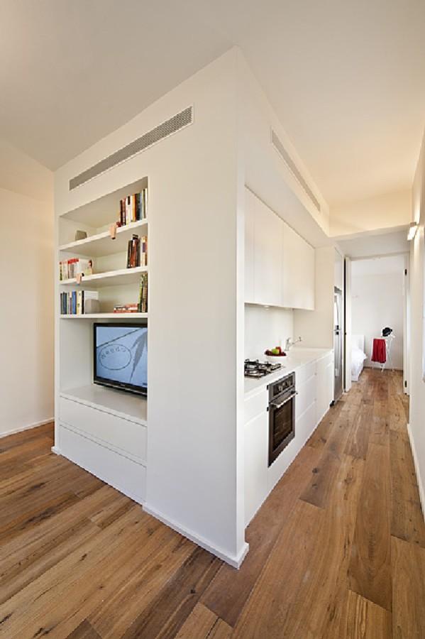 40 Square Meter Apartment in Tel-Aviv Displaying an Original Layout