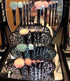 MAC makeup brushes♥