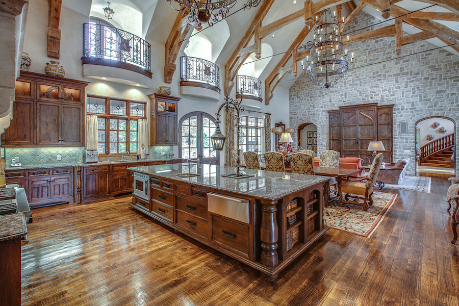 Huge Open Kitchen - Interior Design Mag