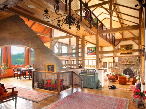 Huge great room with loft