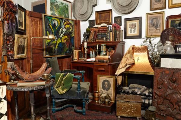 Messy Vintage Study Room