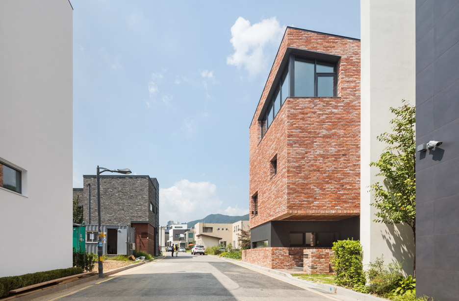 L-House which is divided into 11 different levels of living space