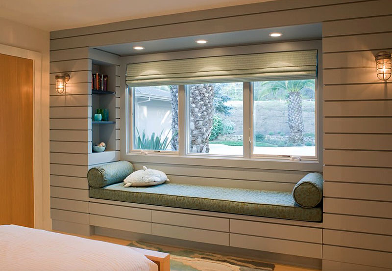 A Modern Home with design ideas of Bay Window
