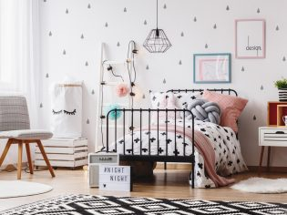 How To Decorate A Girls Bedroom