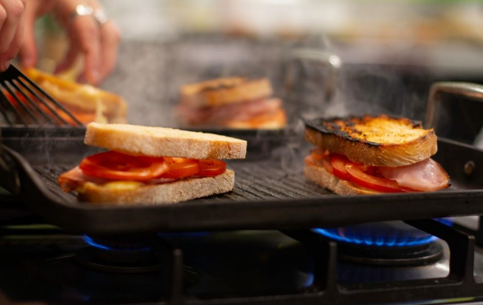 Sandwich-Gas-Toaster-Interiordesignsmagazine.com